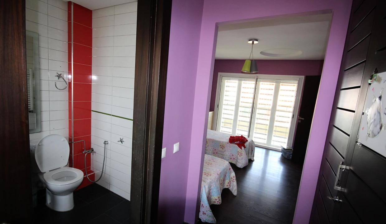 villa-de-5-chambres-a-louer-vide-ou-meublee-sur-terrain-371-m2-surface-habitable-400-m2-035