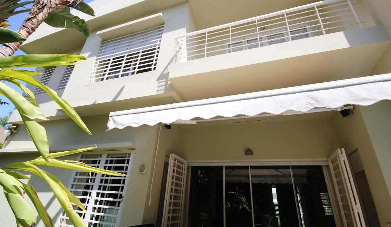 villa-de-5-chambres-a-louer-vide-ou-meublee-sur-terrain-371-m2-surface-habitable-400-m2-04