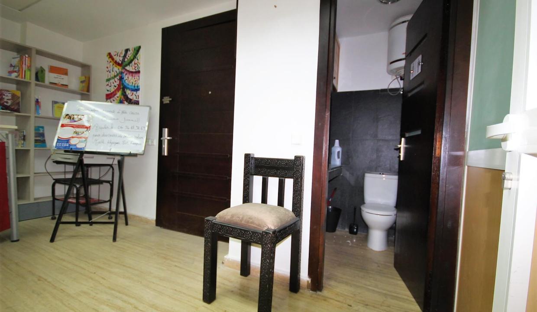 plateau-de-bureau-dans-immeuble-professionnel-010