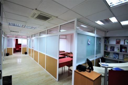 plateau-de-bureau-dans-immeuble-professionnel-013