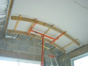 Photo de la pose d'un plafond arrondi