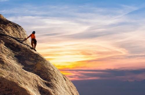 homme sur un rocher