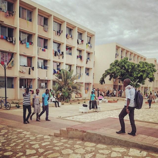Des étudiants sur le campus de l'UCAD - Photo Armelle Peuvion-Weiss