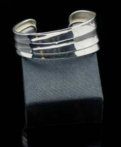 Sterling Silver Ahka Design Bangle Bracelet (BR64)