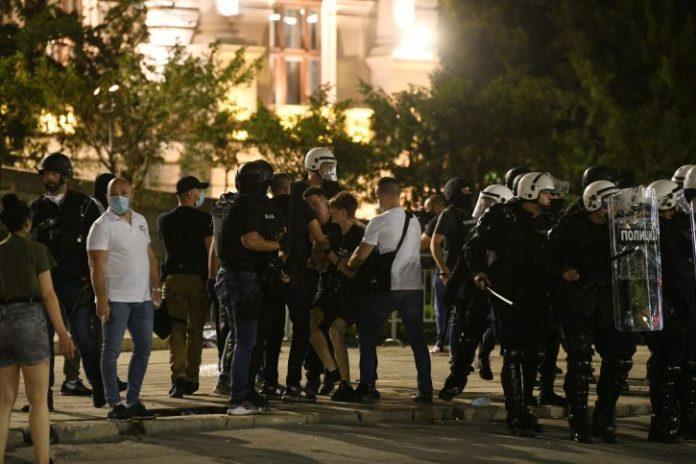 SRBI I VARLJIVO LETO 2020: Kada je policija polivala po narodu, i kada smo krenuli po sloboodu! 5