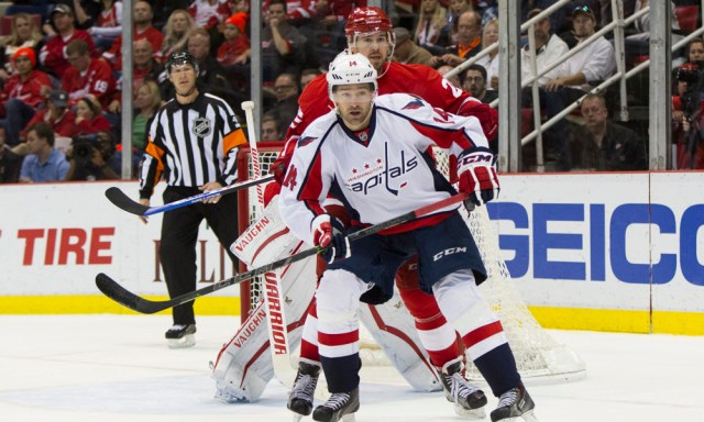 November 18, 2015: Washington Capitals forward Justin Williams (14) gets position in front of Detroit Red Wings defenseman Mike Green (25) during the second period of a regular season NHL hockey game between the Washington Capitals and the Detroit Red Wings played at Joe Louis Arena in Detroit, Michigan. The Washington Capitals defeated the Detroit Red Wings 2-1 in overtime. (Photo by Scott W. Grau/Icon Sportswire)