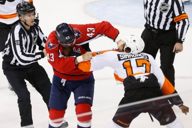 Tom Wilson and Wayne Simmonds fight