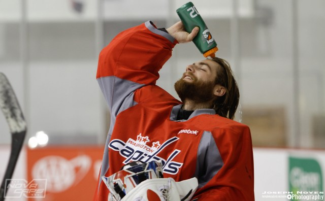 braden-holtby-washington-capitals-water-bottle-hair