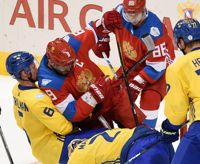 ovechkin-scrum-team-russia-team-sweden