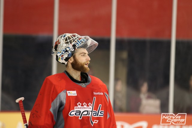 braden-holtby-capitals-practice-121016-51