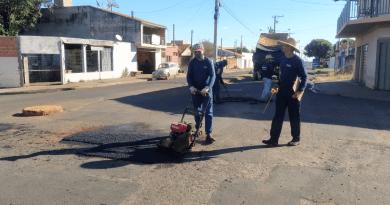 Operação tapa buraco nos bairros de Orlândia