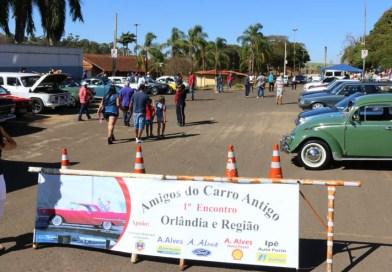 1º Encontro Amigos do Carro Antigo é realizado na Feira Livre de Orlândia
