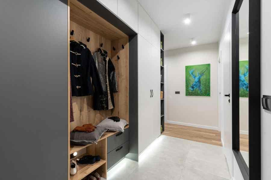 organize custom closet