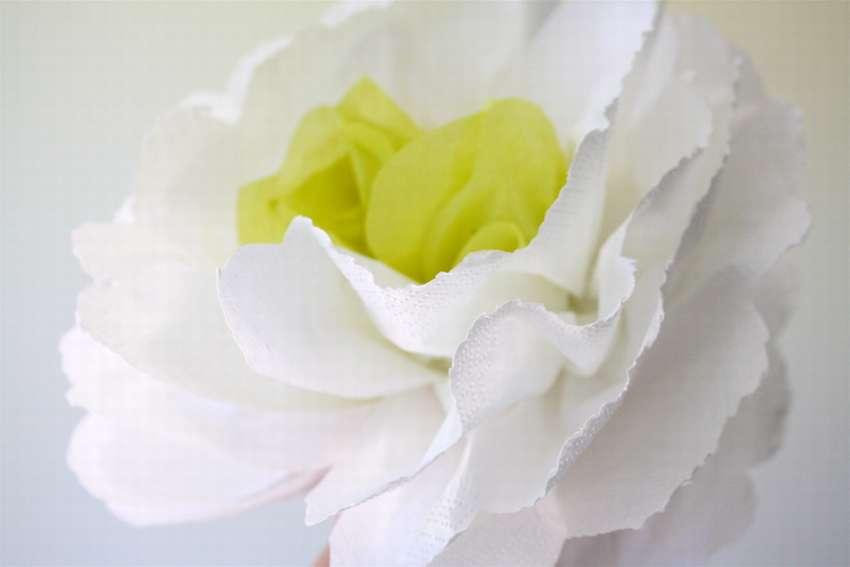 Πώς να φτιάξετε λουλούδια από χαρτοπετσέτες