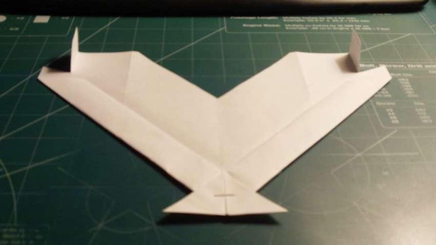 модель бумажного самолетика Скат