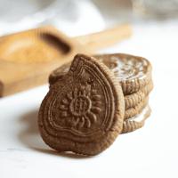 Embossed Lemon Gingerbread Cookies