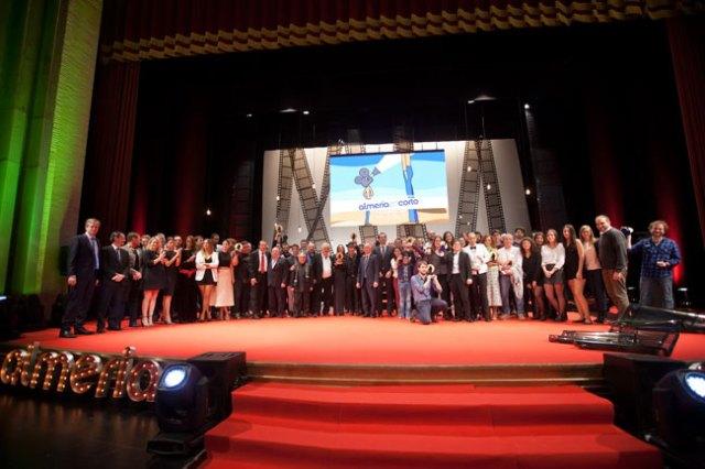 Foto de familia con todos los premiados en Almería en Corto.