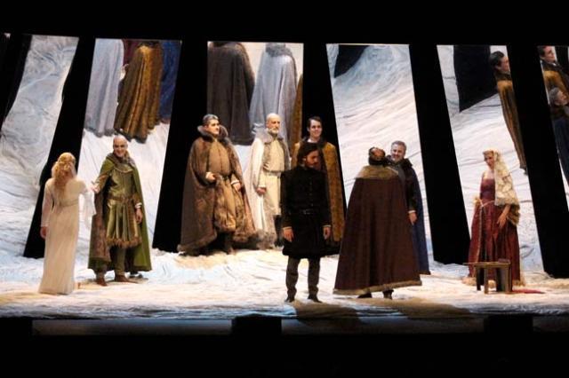La compañía Teatro Clásico de Sevilla llevó a escena una versión de Hamlet.