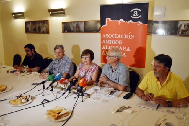 Integrantes de  Amigos de la Alcazaba que han pedido la dimisión de Alfredo Valdivia.