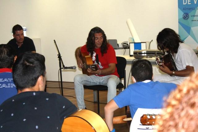Tomatito mostró su forma de 'entender' la guitarra.
