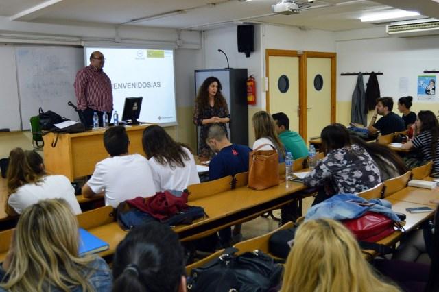 Cruz Roja enseña a los alumnos de Trabajo Social la teleasistencia en caso de violencia de género