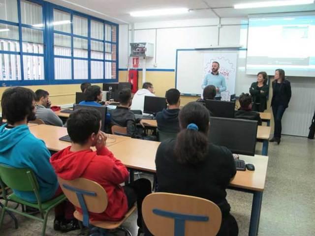 La Junta acerca el emprendimiento a los jóvenes de FP en Almería