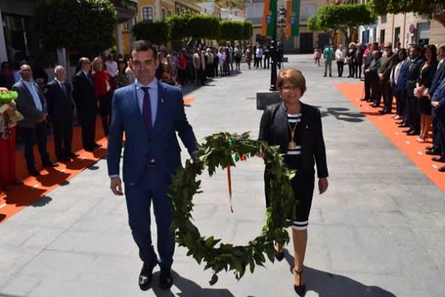 El alcalde de Almería y la alcaldesa de Gádor portaron la corona.
