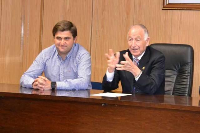 El concejal José Juan Rodríguez y el alcalde Gabriel Amat.