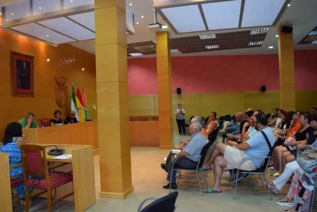 Reunión de la alcaldesa de Gádor con colectivos sociales para preparar la feria.