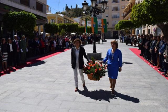 Dolors Montserrat y la alcaldesa de Gádor.