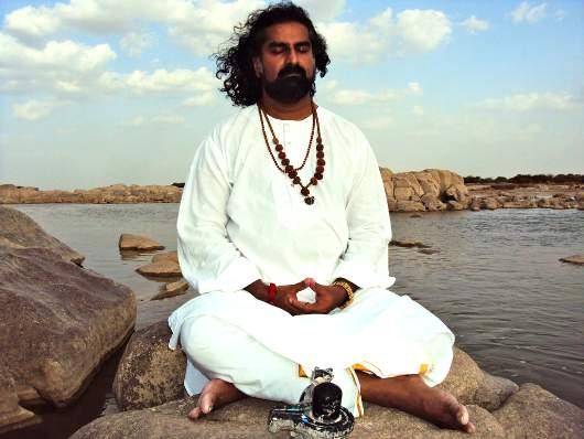 mohanji meditira