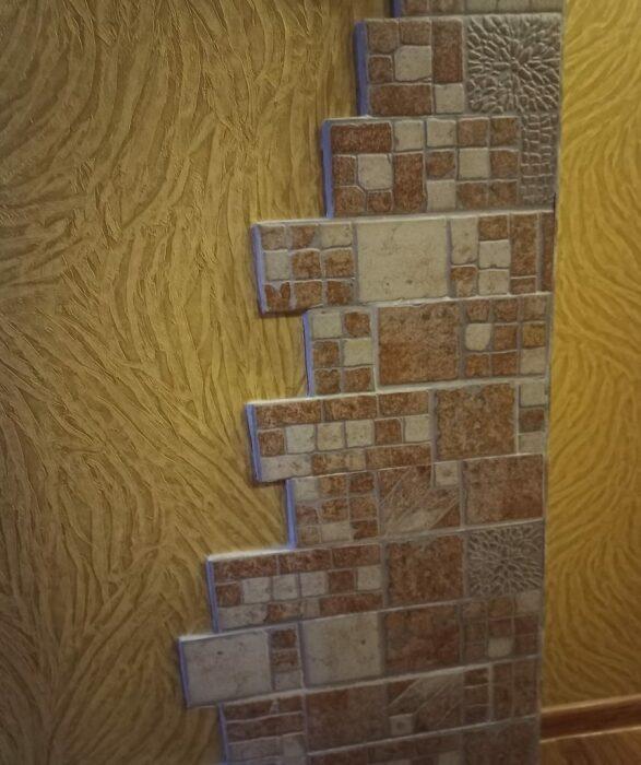 Неугомонная хозяйка не останавливается на достигнутом, теперь она украшает углы прихожей и коридора.  |  Фото: lemurov.net.