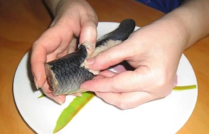 Justing je další výhodnou metodou, která bude rychle rozdělit ryby na poloviny / foto: domotmoem.ru