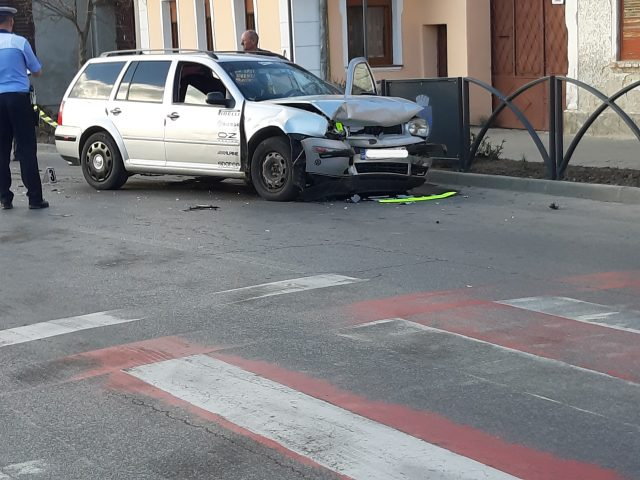 Accident la intersecția străzilor
