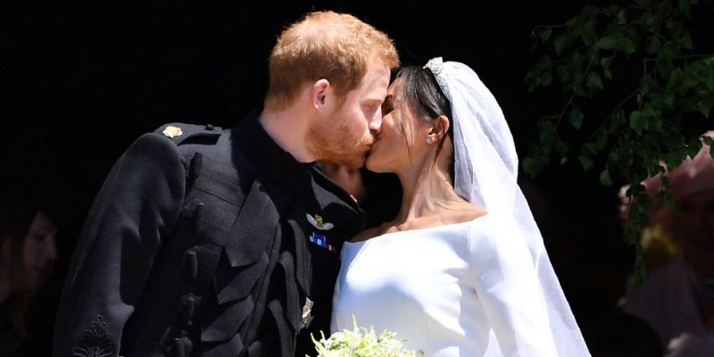 hbz-prince-harry-meghan-markle-kiss-gettyimages-960063158-1526935558
