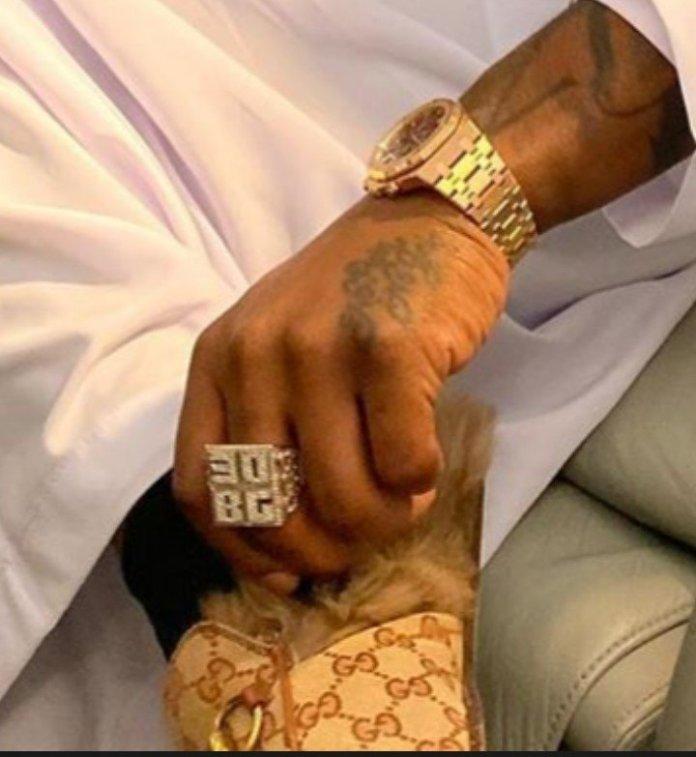 Davido Flaunts His Expensive 30BG Gold Ring (SEE PHOTOS)