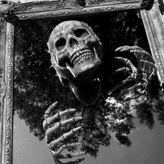 A Hierro Muere de Gustavo Castillo