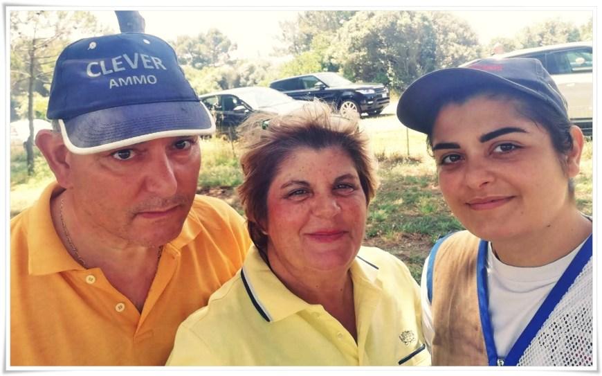 Irene con sua figlia e suo marito Carmelo che convive con una diagnosi di demenza