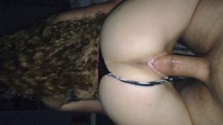 Novinha putinha quicando na pica