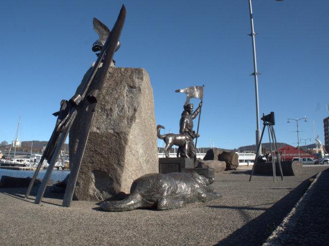 "The Bernachi Tribute, ""Self Portrait"", Louis and Joe, Stephen Walker 2002. Bronze sculpture, located between Victoria Dock and Macquarie Wharf, Sullivans Cove"