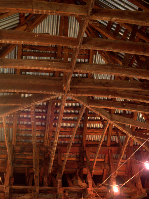 Colonial architect John Lee Archer build a 'wagonwheel' ceiling inside the courthouse. The roof frame is exposed to reveal this rare (in Tasmania) construction method.