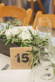 mesa centros bodas boda centerpieces olive centro rustic branch table flores madera centerpiece flowers cuento consigue simple reception stylemepretty holman