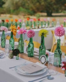 mesa centros boda sencillos centerpieces botellas marthastewartweddings flores primavera cristal estilo table bottle arrangements bodas tu google hal decorar floral