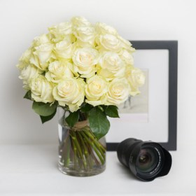 roses white rose bouquet ode a la rose 550x550 25868