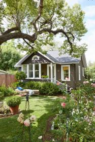 cottage country homes tiny gardens space