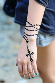 rosary tattoo designs wrist tattoos cross hand bracelet henna finger beads simple rose christian tatoo rosery mehndi cool foot hands