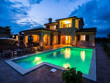 Luxury stone villa with pool, grill, large garden and