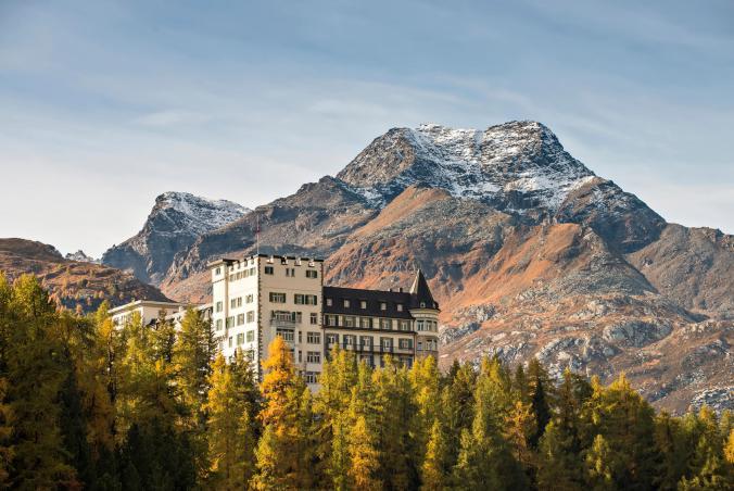 Waldhaus Sils-Aussenansicht-Herbst-Foto-Gian-Giovanoli