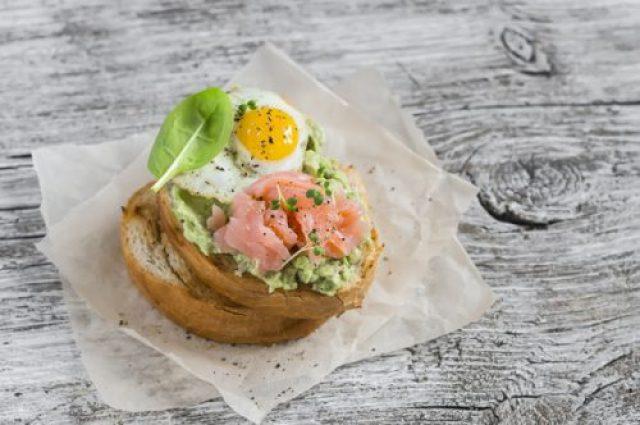 Запекать, болтать, варить: варианты вкусных завтраков из яиц