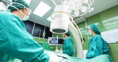 Хирурги не случайно носят только зеленую и синюю форму